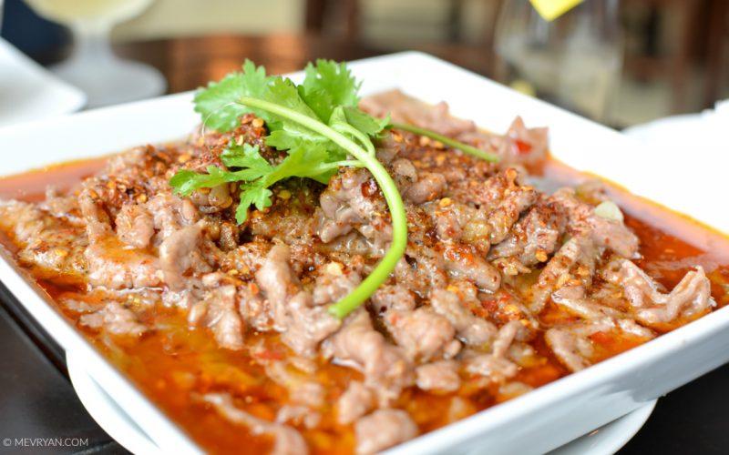 Foto Sichuan gerecht Chilli boiled beef. Food blog © MEVRYAN.COM