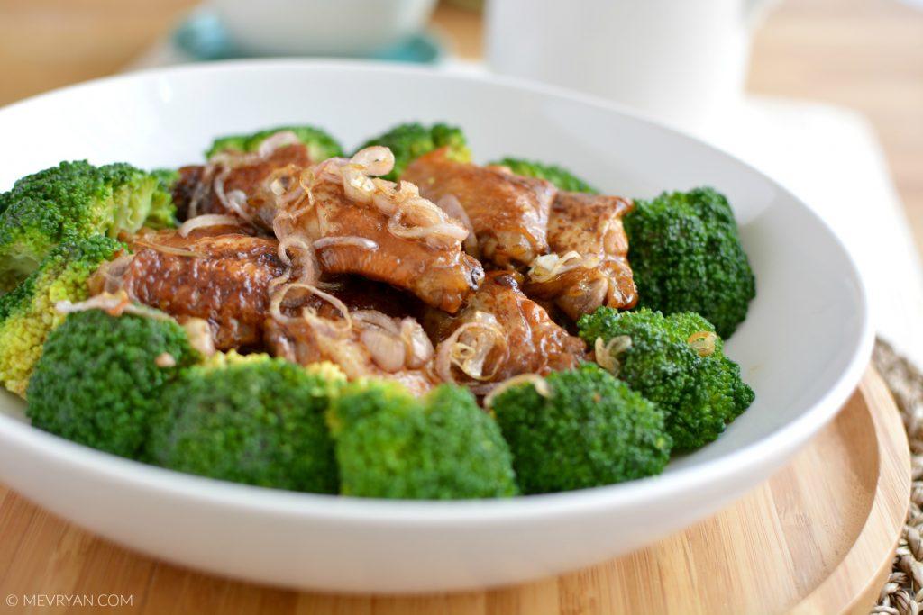 Foto gebraden sojasaus kippenvleugels © mevryan.com