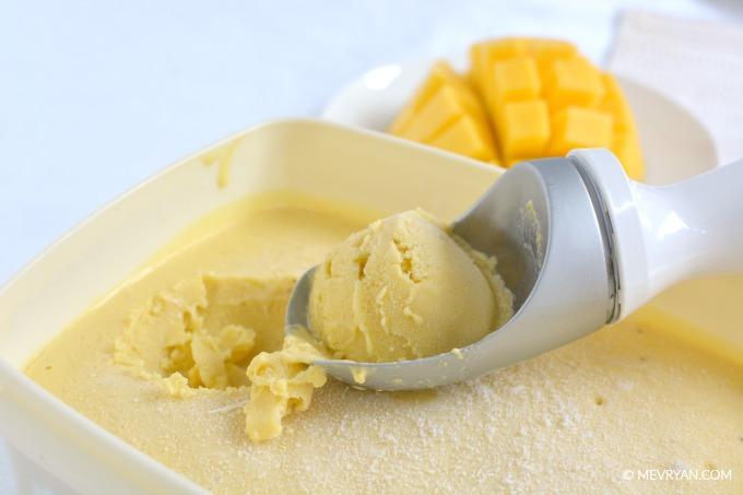 Foto Mango kokosmelk ijs. Recept op food blog © MEVRYAN.COM