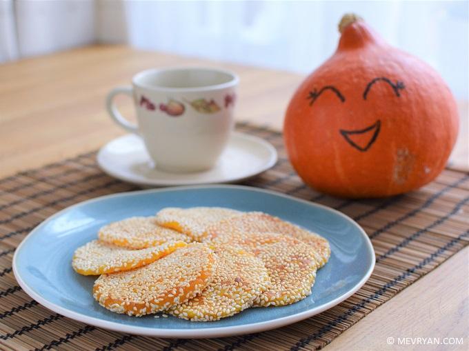 Foto gebakken pompoen sesam koekjes © MEVRYAN.COM, lekker Aziatisch koken