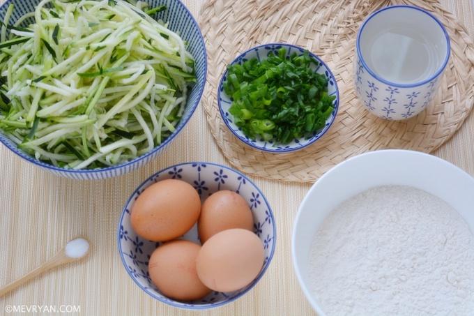 Foto ingrediënten Chinese ei courgette pannenkoek (蛋饼) © mevryan.com