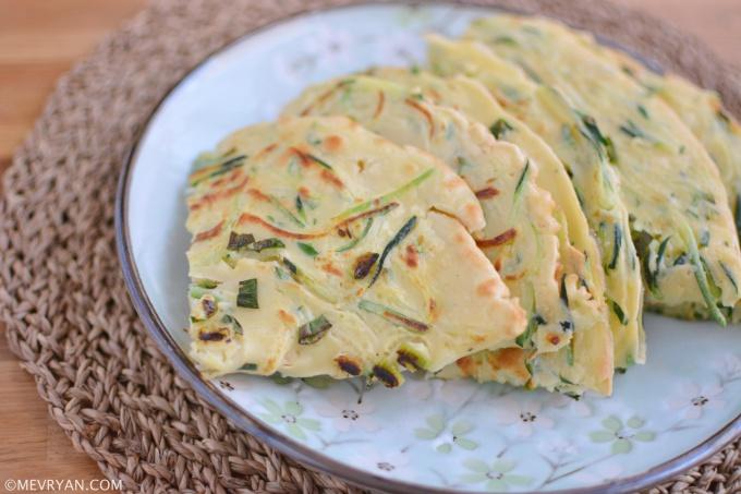 Foto Chinese ei pannenkoek met courgette en lente-ui (蛋饼) © mevryan.com