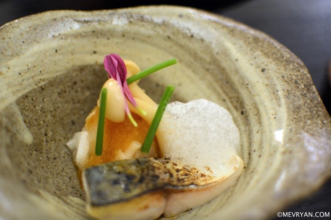 Makreel, rettich en Japanse paddenstoel van Yama in Rotterdam © mevryan.com