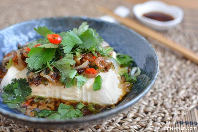 Zijden tofu met gedroogde garnaaltjes © mevryan.com, lekker Aziatisch koken