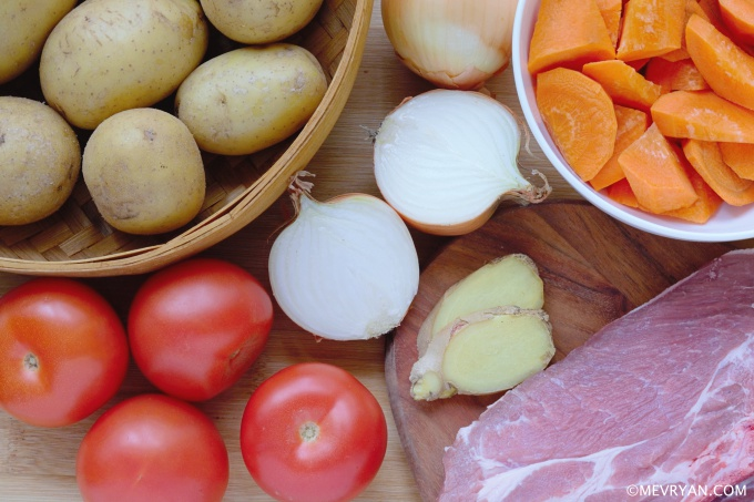 Foto Chinese wortel aardappelsoep, ingrediënten. Food blog © mevryan.com.