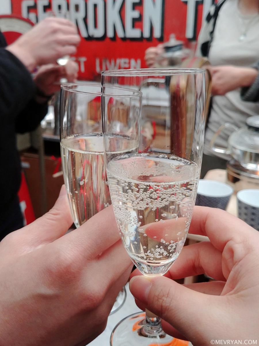 Foto champagne thee van Inproc © mevryan.com