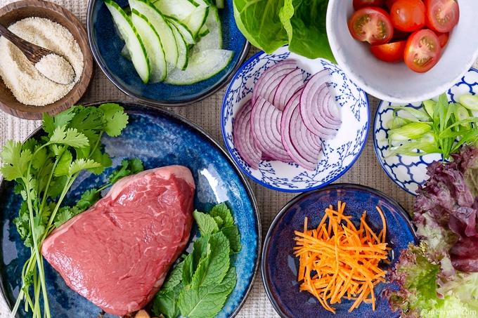 Foto Thaise rundvlees salade, ingrediënten © mevryan.com