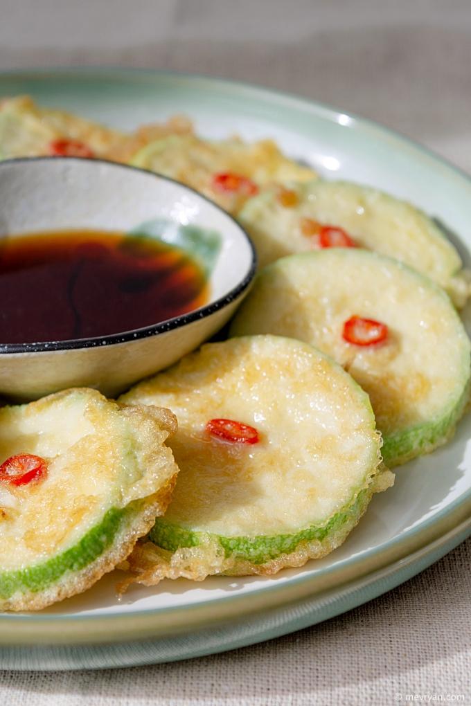 Foto courgette hobak jeon, Koreaans gerecht © mevryan.com