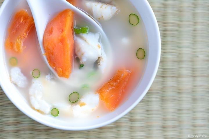 foto Chinese vissoep met wijting en papaja © mevryan.com